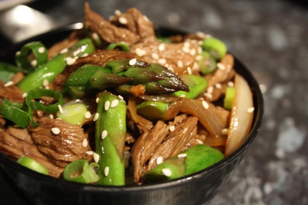 beef and asparagus stir fry image